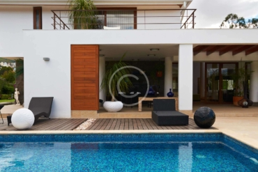 Endless pool design using bluestone with pool fence & fountain